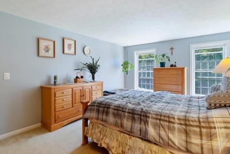 9 Spruce Court Hooksett NH 03106