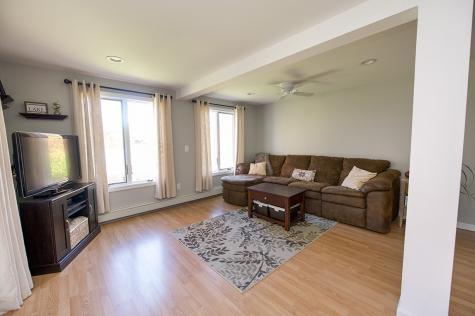 17 Brown Avenue Sandown NH 03873