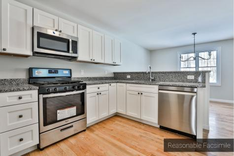 267 Woodview Way Manchester NH 03102