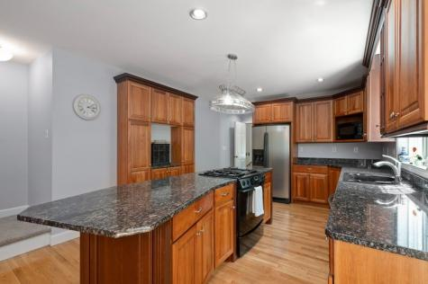 82 Riddle Drive Bedford NH 03110