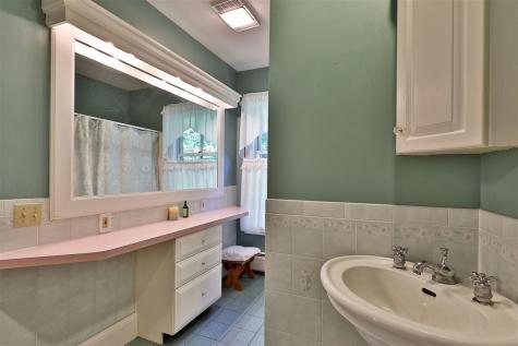 1639 McKinley Avenue Rutland Town VT 05701-9783