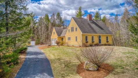 82 CARRIAGE Road New Boston NH 03070