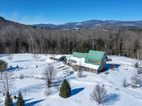 187 Crescent Moon Way Hyde Park VT 05655