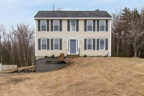 16 Meetinghouse Drive Londonderry NH 03053