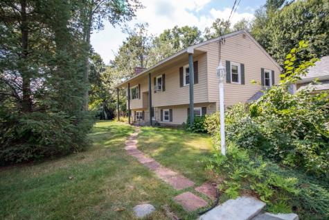 18 Currier Drive Londonderry NH 03053