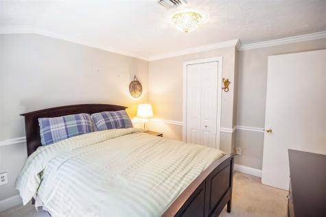 14 Ledgewood Drive Derry NH 03038