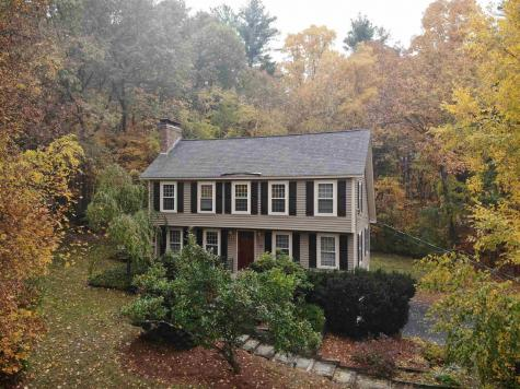 13 Hampshire Drive Derry NH 03038