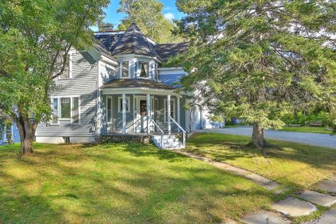 16 Governors Terrace Lancaster NH 03584