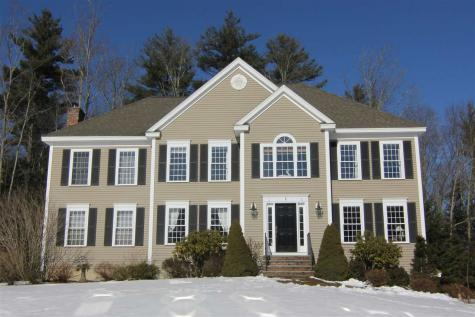 41 Eleanors Way Brentwood NH 03833