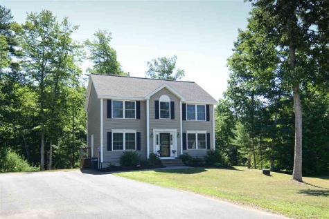 13 Swan Circle Concord NH 03301