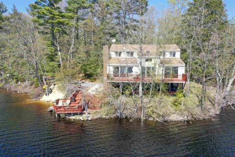 32 Brown Avenue Sandown NH 03873