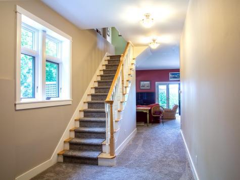 411 West Hill Extension Warren VT 05674